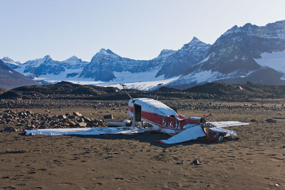 GR28 Nansen Fjord, Flugzeugwrack / wrack of an airplane